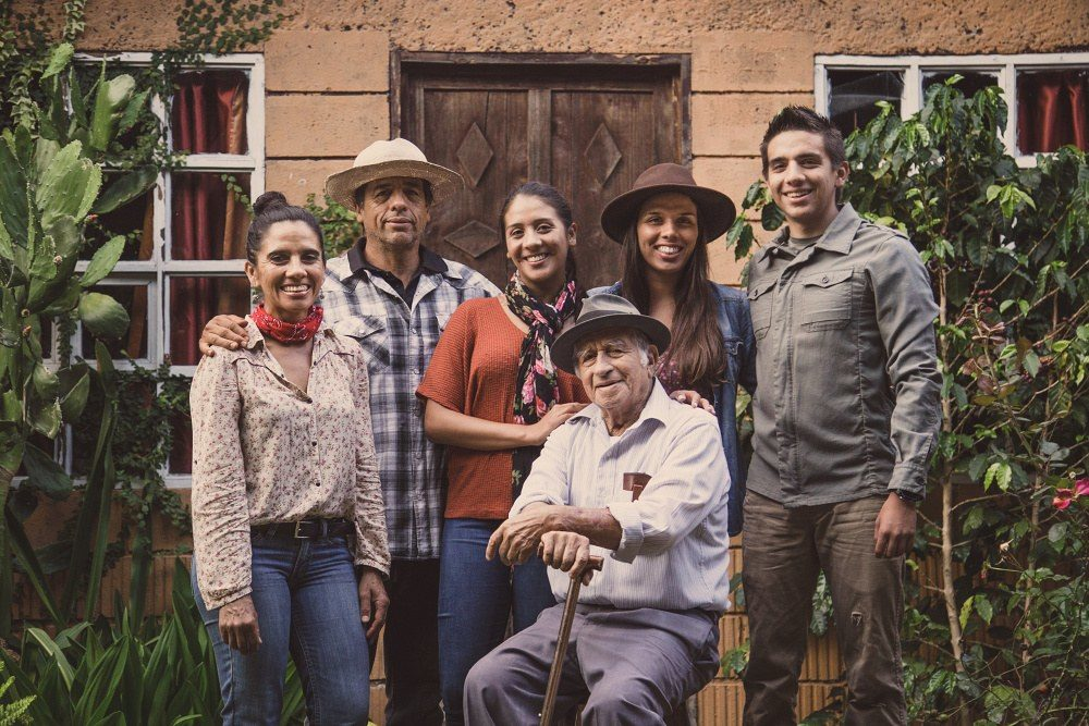 Farmář Carlos Montero a jeho rodina. Costa Rica La Pastora - King's Coffee